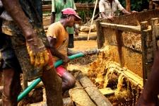 Gemstone washing, Sri Lanka